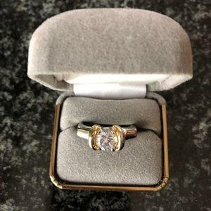 Jewelry - BEAUTIFUL CZ SILVER RING IN EUC.